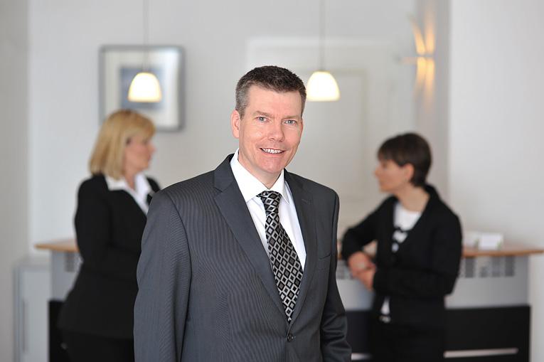 Lothar Walker, Rechtsanwalt